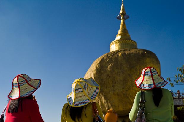 Burma, Goldener Felsen